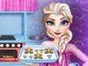 Эльза готовит печенье